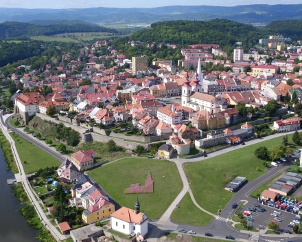 And the first price, the GoPro Hero+ camera, is for Miroslav Jancák, also for Czech Republic! His picture, taken from a drone, shows a 35x25m flower bed imitating the shape of the town hall in Kadaň. The entire flower bed was treated with TerraCottem Universal before planting to prevent drought stress