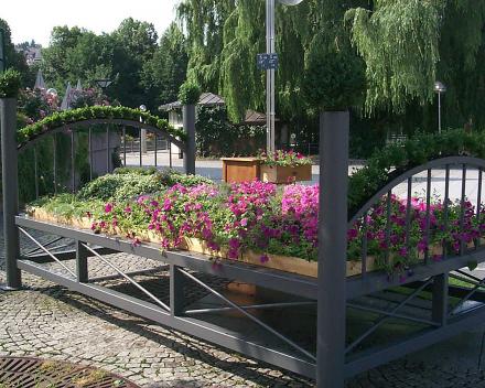 TerraCottem Universal in bloembedden, Entente Floral, Pforzheim, Duitsland.