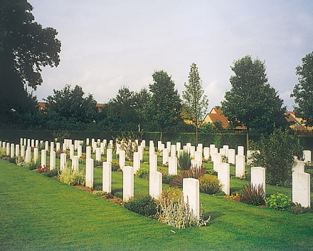 TerraCottem Universal in bloembedden, Commonwealth Cemetery, Cambridge, Engeland.