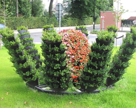 TerraCottem Universal v květinových sochách, Gentil Antheunisplein, Oudenaarde, Belgie.