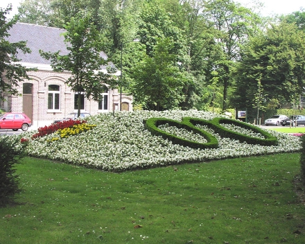 Pokus na květinových záhonech s TerraCottem Universal / Complement , Oudenaarde, Belgie.