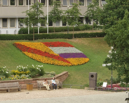 TerraCottem Universal in bloembedden, Pforzheim, Duitsland.