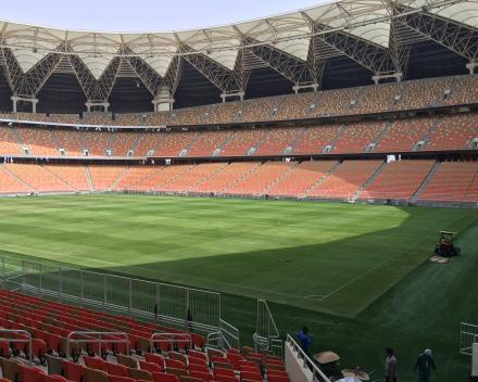 Aplikácia TerraCottem Turf na štadióne Kráľa Abduláha, Saudská Arábia.
