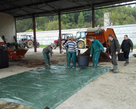 Preparation work prior to mixing TerraCottem Universal with the substrate.